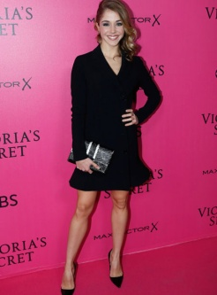alice-isaaz-victorias-secret-red-carpet-4chion-lifestyle