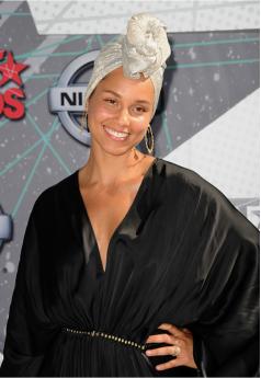 Alicia Keys Natural Look