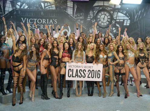 Backstage Victoria's Secret Paris Runway