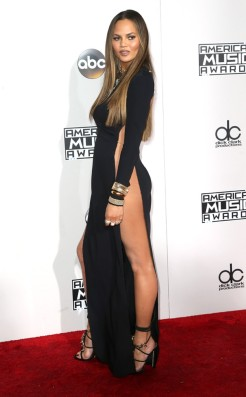 chrissy-teigen-amas-red-carpet-4chion-lifestyle