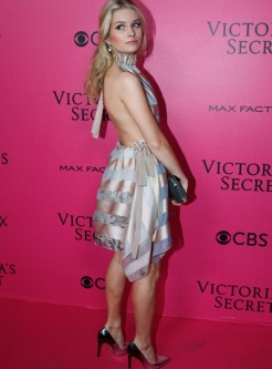 lottie-moss-victorias-secret-red-carpet-4chion-lifestyle