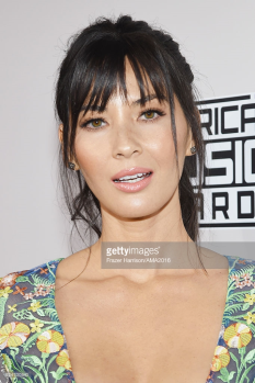 olivia-munn-amas-red-carpet-4chion-lifestyle