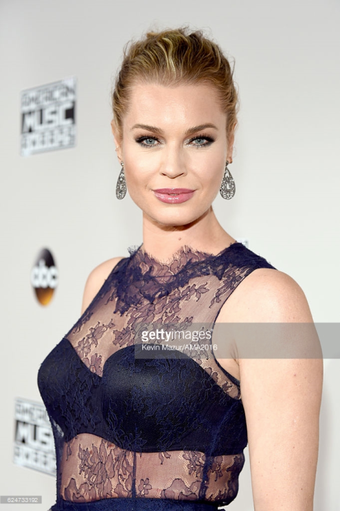 rebecca-romijn-amas-red-carept-4chion-lifestyle