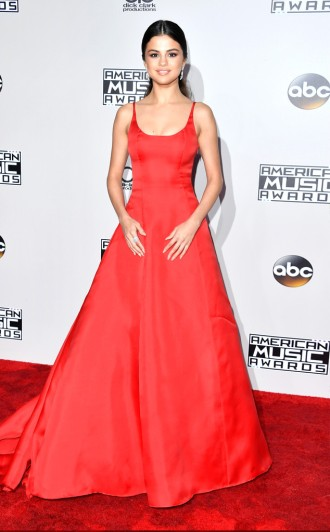 selena-gomez-amas-red-carpet-4chion-lifestyle