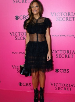 veronica-webb-victorias-secret-red-carpet-4chion-lifestyle