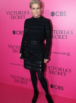 yolanda-hadid-victorias-secret-red-carpet-4chion-lifestyle