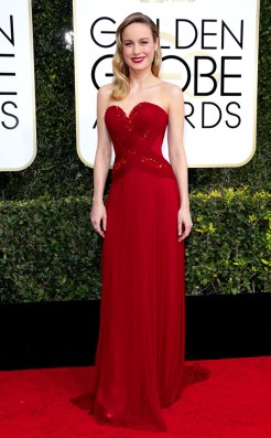 brie-larson-golden-globes-award-4chion-lifestyle