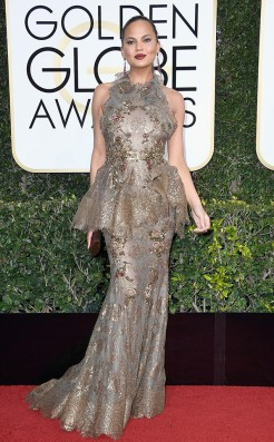 chrissy-teigen-golden-globes-award-4chion-lifestyle