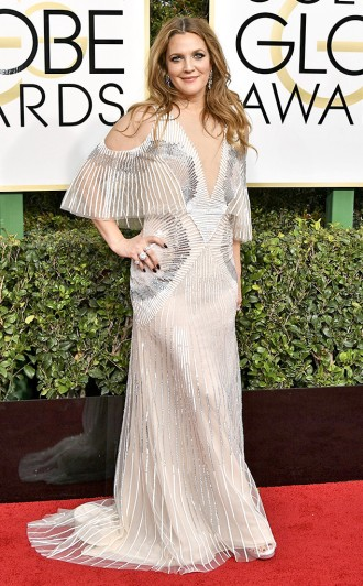 drew-barrymore-monique-lhuillier-golden-globes-award-4chion-marketing