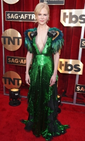 Nicole Kidman SAG Awards 4Chion Lifestyle wearing Stuart Weitzman shoes, & Fred Leighton Jewelry