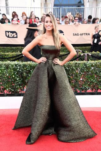 renee-bargh-sag-awards-red-carpet-4chion-lifestyle