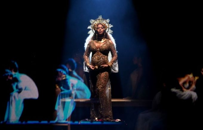 beyonce-grammys-4chion-lifestyle-c