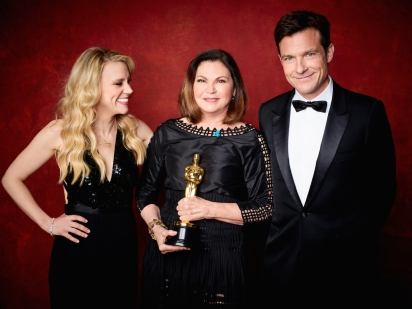 "Colleen Atwood poses backstage with the Oscar® for Achievement in costume design, for work on ""Fantastic Beasts and Where to Find Them"" with Kate Mckinnon and Jason Bateman during the live ABC Telecast of The 89th Oscars® at the Dolby® Theatre in Hollywood, CA on Sunday, February 26, 2016."