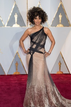 Halley Berry Oscars® red carpet 4chion lifestyle