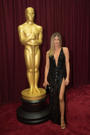 Presenter Jennifer Aniston arrives at The 89th Oscars® at the Dolby® Theatre in Hollywood, CA on Sunday, February 26, 2017.