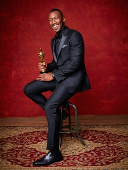 "Mahershala Ali poses backstage with the Oscar® for Performance by an actor in a supporting role, for work on ""Moonlight"" during the live ABC Telecast of The 89th Oscars® at the Dolby® Theatre in Hollywood, CA on Sunday, February 26, 2016."